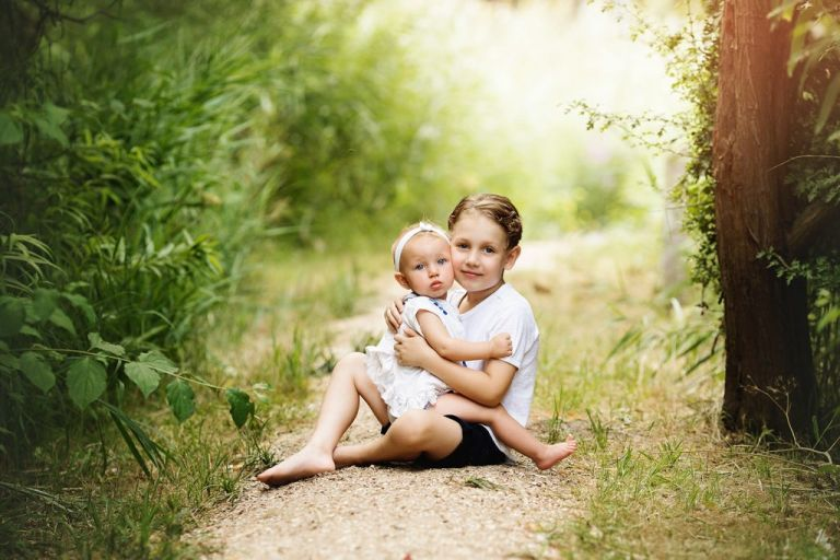 kids-fotoshoot-outdoor-broer-en-zusje